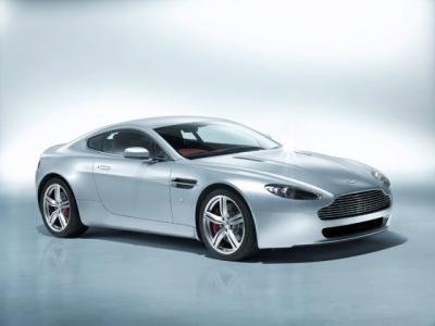 Aston Martin V8 Vantage: Puño de Hierro en guante de seda