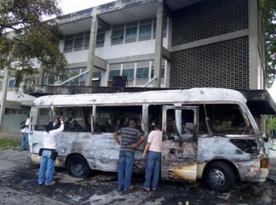 El carro quemado